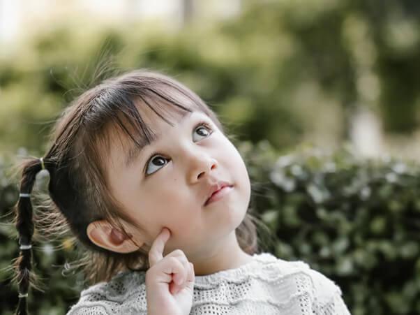 """Trẻ thường đặt câu hỏi """"Tại sao"""" trong giai đoạn phát triển tâm lý trẻ từ 3 đến 6 tuổi"""
